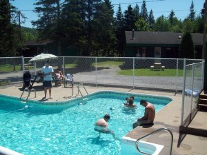 Camping le 4 chemins - piscine
